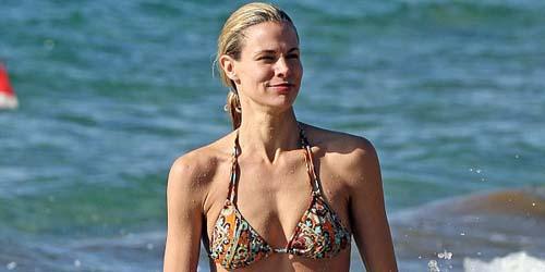 Bintang Baywatch 'Brooke Burns' Tampil menakjubkan Dengan Bikini di Hawaii