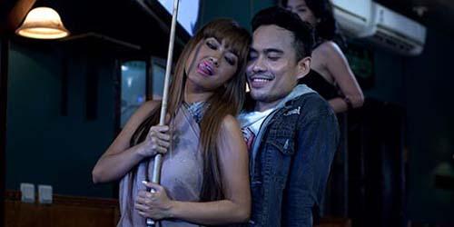 Cuplikan Adegan Seksi Jupe & Jenny Cortez di Film 'Kutukan Arwah Santet'