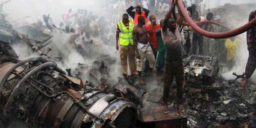 Foto Kecelakaan Tragis Pesawat Jatuh di Nigeria