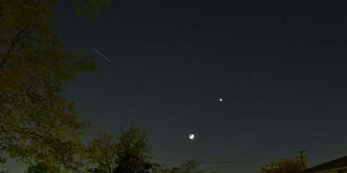 Menakjubkan! Venus dan Bulan Sabit Muncul Bersamaan di Langit