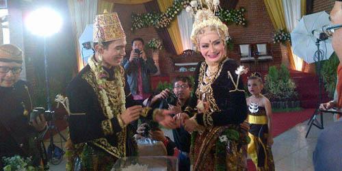 Pernikahan Tria Changcuters dan Dhatu Rembulan