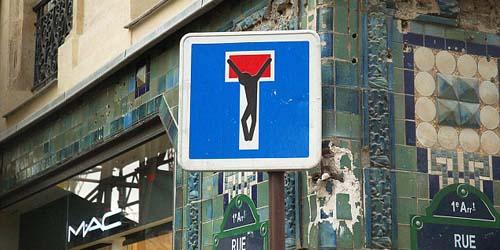 Plesetan Tanda-Tanda Jalan Terkonyol di Dunia