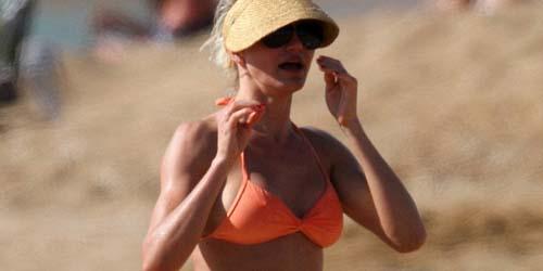Segarnya Cameron Diaz dengan Bikini Orangenya