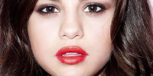 Selena Gomez Tampil Seksi untuk Harper's Bazaar