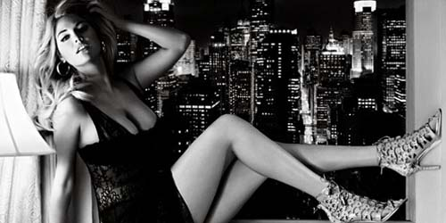 Tampil untuk Iklan Sepatu, Kate Upton Malah Berlingerie