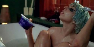 Lady GaGa Topless di Marry The Night