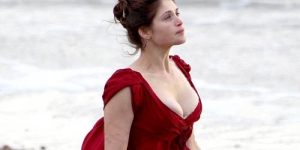 Gemma Arterton Pamer Payudara Di Film Byzantium in Hastings South East England