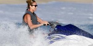Liburan, George Clooney Ajak Stacy Keibler Bermain Jet Ski