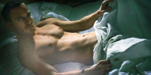 Pose Bugil Michael Fassbender di W Magazine
