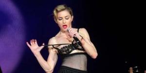 Tampil Konser di Tel Aviv, Madonna Pamer 'Nipple'