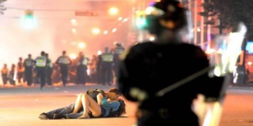 http://media.infospesial.net/image/lifestyle/p/4-kisah-ciuman-sensasional-yang-mendunia.jpg