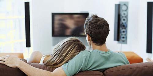 5 Alasan Melihat Film Porno Bersama Bisa Menjaga Keharmonisan Seks