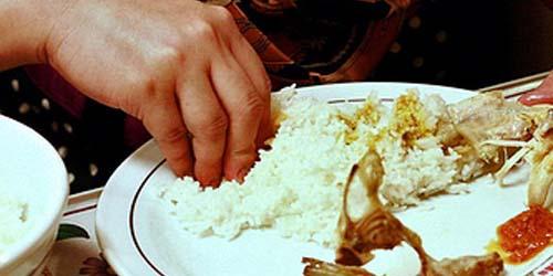 Makan Menggunakan Tangan Bermanfaat untuk Kesehatan