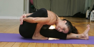 4 Posisi Yoga yang Bisa Menurunkan Berat Badan