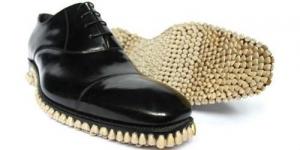 Sepatu Unik Terbuat dari Gigi