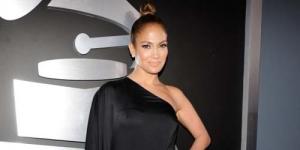 Tampil Seksi di Grammy Awards, Jennifer Lopez Masuk Daftar Busana Terburuk