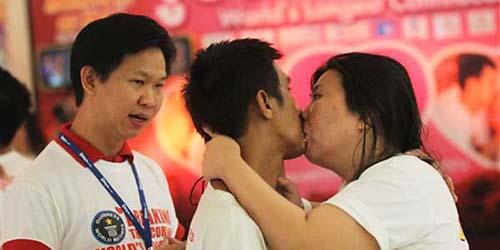 9 Pasangan Thailand Coba Pecahkan Rekor Ciuman Terlama