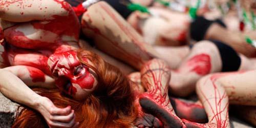 Aksi Telanjang Berlumuran Darah Anti Adu Banteng di Meksiko (VIDEO + FOTO)