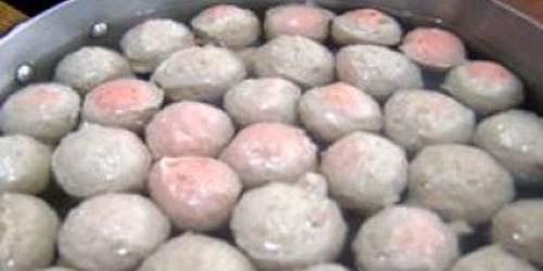 Cara Membedakan Bakso Daging Sapi dan Daging Babi