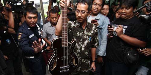 Bass dari Metallica untuk Jokowi Akan Dilelang KPK