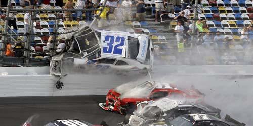 Kecelakaan Maut di Balapan Nascar Daytona, 30 Orang Terluka