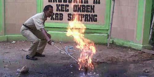 Keluar Semburan Api dari Tanah, di SDN Angsokah III Sampang