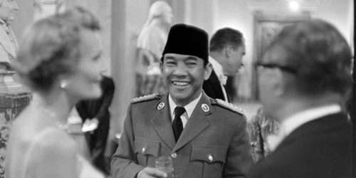 Kisah Soekarno Membelikan BH untuk Istri Saat Kunjungan di Amerika