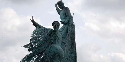 Patung Bahenol di Riau Jadi Kontroversi