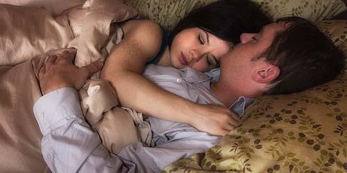 отеб зрелую мать на кровати фото
