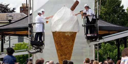 Walls Pecahkan Rekor Es Krim Cone Terbesar di Dunia
