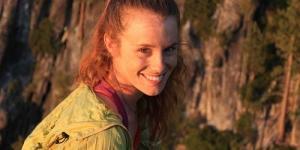 Hayley Ashburn Seberangi Tebing dengan Berjalan di Seutas Tali Sambil Bugil