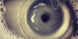 Ilusi Optik, Muncul Penampakan Seperti Mata di Wastafel