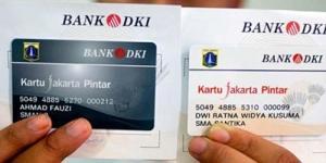 Jokowi Bagikan 'Kartu Jakarta Pintar' untuk Pelajar Kurang Mampu
