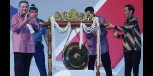Jokowi Reflek Pindahkan Gong, SBY Hanya Tersenyum Lebar