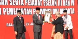 Lantik Lurah dan Camat, Jokowi Bikin Rekor Dunia!