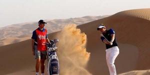 Latihan Golf yang Aneh! Pegolf Luke Donald Berlatih di Gurun Abu Dabi