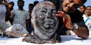 Pria India Bikin Patung dari 11 Liter Darah Manusia!