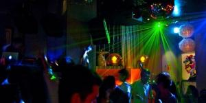 Remaja Jepang ini Habiskan Rp 529 Juta di Bar
