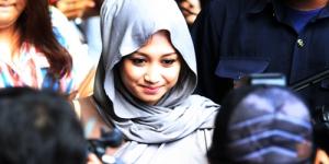 Sefti Sanustika Dimanfaatkan Fathanah untuk Mengantarkan Paket ke Luthfi