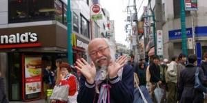 Suka Pakai Seragam Siswi Sekolah, Pria Tua Ini Populer di Tokyo
