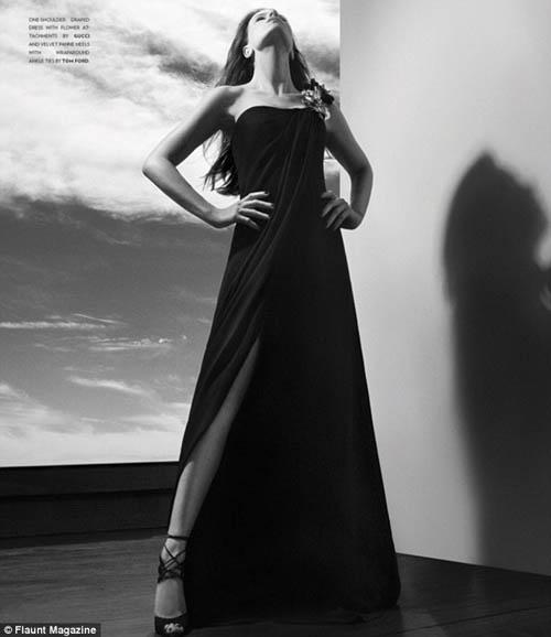 Kate Beckinsale Tampil Menggoda Di Majalah Flaunt