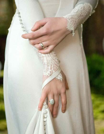 """Gaun Pengantin Kristen Stewart Di Film """"The Twilight Saga: Breaking ..."""
