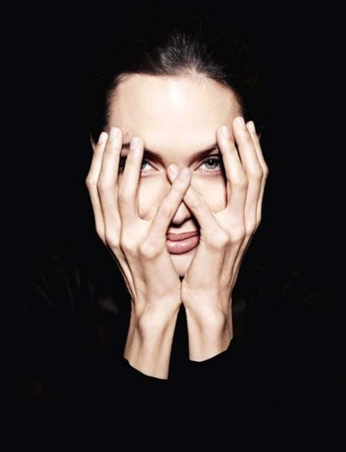 Angelina Jolie Tampil Misterius Di Newsweek