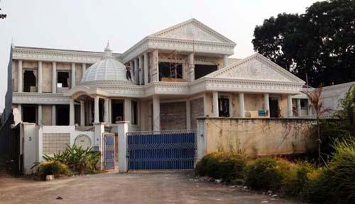 Kumpulan Foto Istana Baru Anang-Ashanty