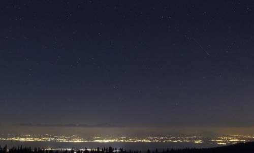 Foto Bintang Jatuh di Danau Jenewa