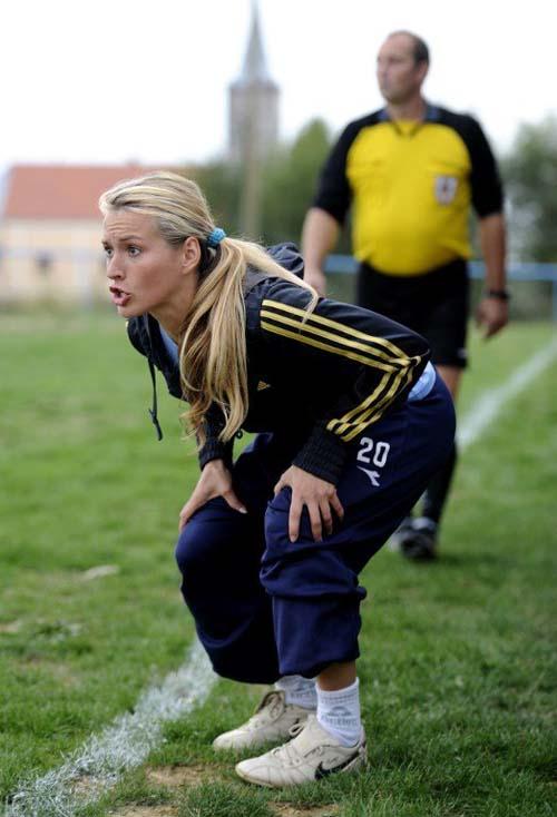видео тренер футбола изменяет жене с девушкой версию