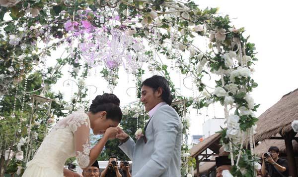 Pernikahan Vino G Bastian dan Marsha Timothy