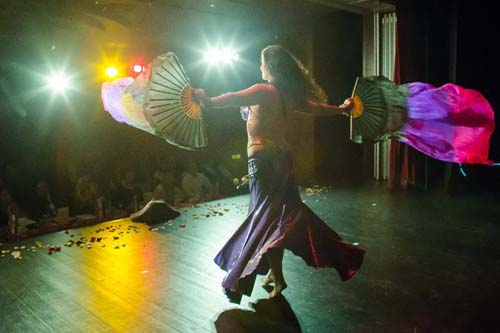 Para Wanita Seksi di Kontes Miss Belly Dance Hungaria Budapest