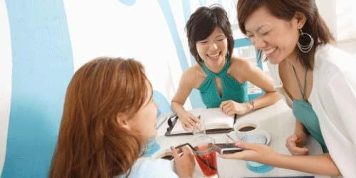 7 Tanda Istri Selingkuh: Sering Berkumpul