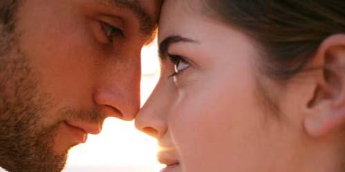 7 Tanda Istri Selingkuh: Kontak Mata